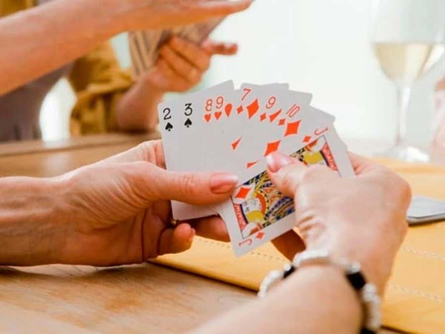 Làm thế nào để giành chiến thắng khi chơi phỏm – tá lả online?